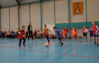 Zaalvoetbal toernooi voor groep 3 t/m 5 groot succes